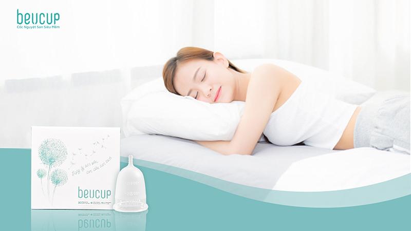Dùng cốc nguyệt san khi đi ngủ được không