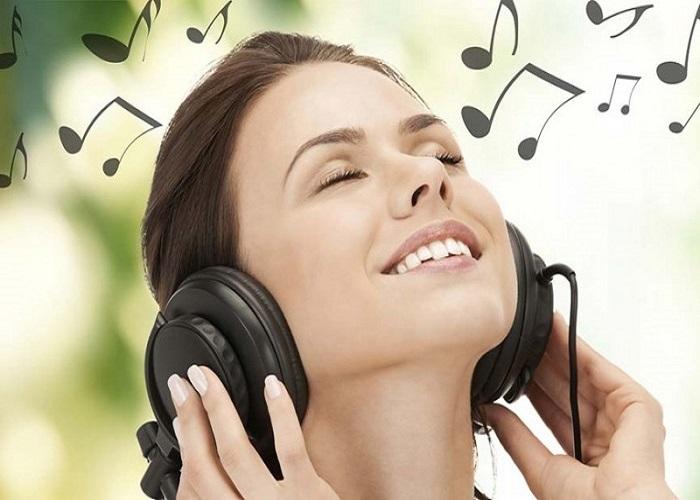 Nghe nhạc để giảm stress là một cách điều trị mất kinh nguyệt